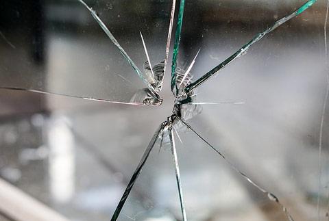 Cómo retirar cristales rotos | Cristaleros en Madrid