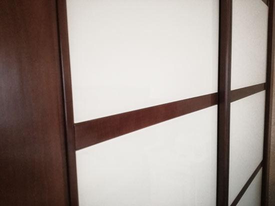 C mo reparar grietas en una puerta de madera carpinteros - Como arreglar puertas de madera ...