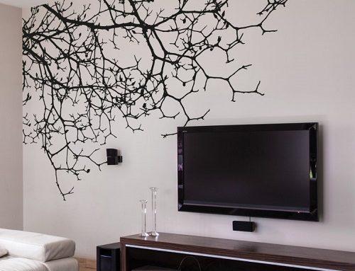 Cómo poner un vinilo decorativo en la pared
