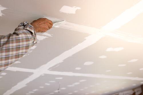 Cómo preparar un techo antes de pintarlo