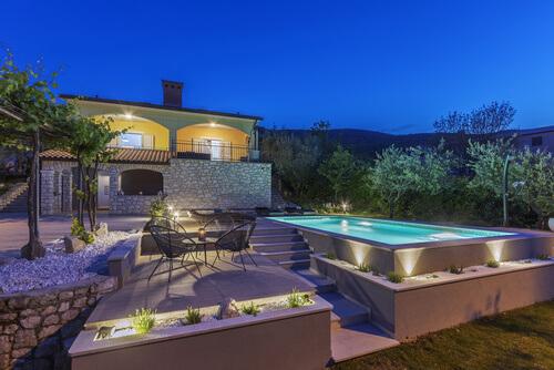 Cómo iluminar la terraza para tus noches de verano