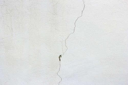 Cómo tapar las grietas de la pared